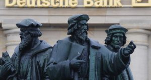 Oικονομικός πόλεμος ΗΠΑ – ΕΕ με επίκεντρο την Deutsche Bank