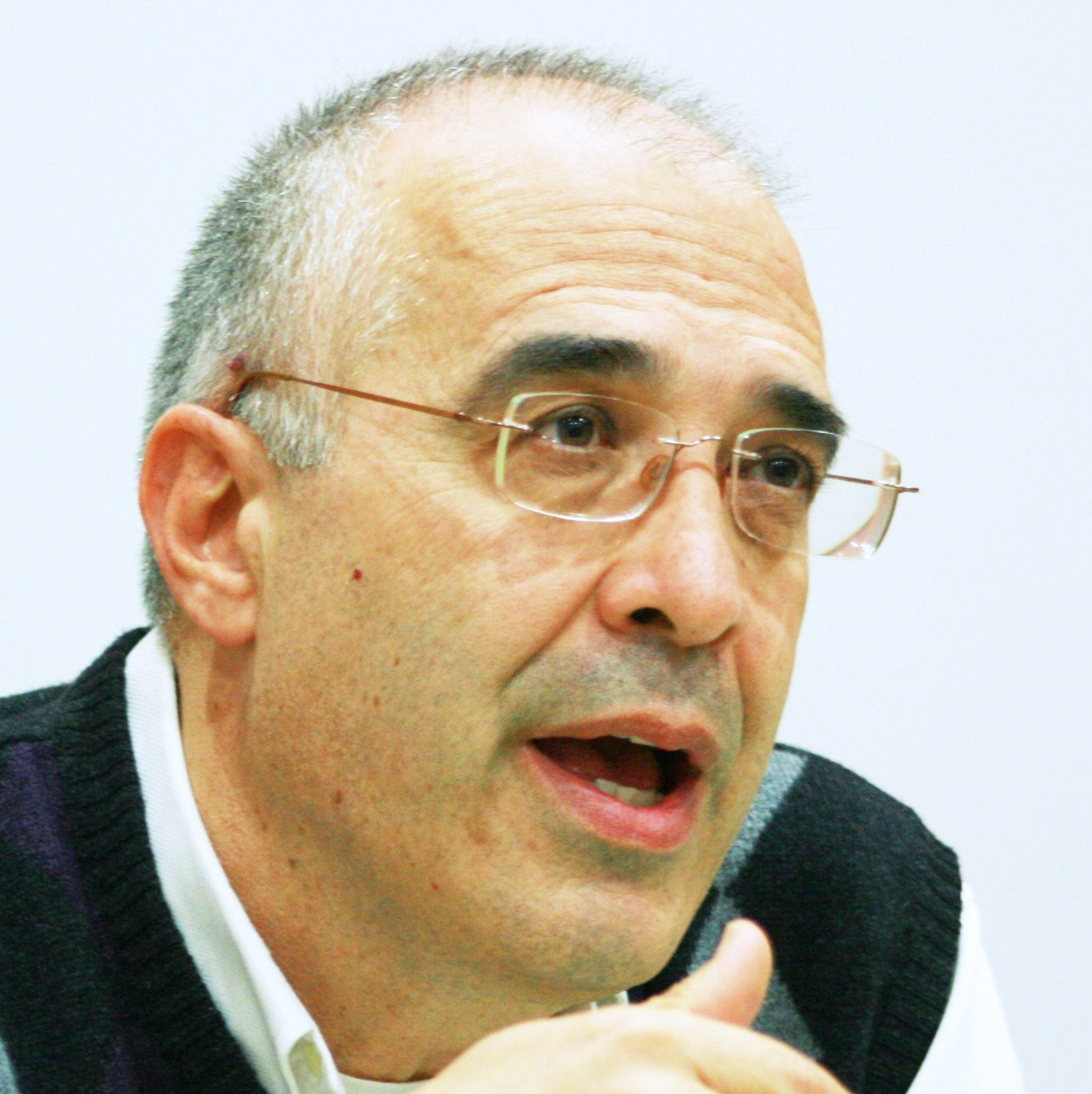 Θ. Σκαμνάκης: Το φανταστικό πραξικόπημα του Βήματος και το αληθινό της τρόικας